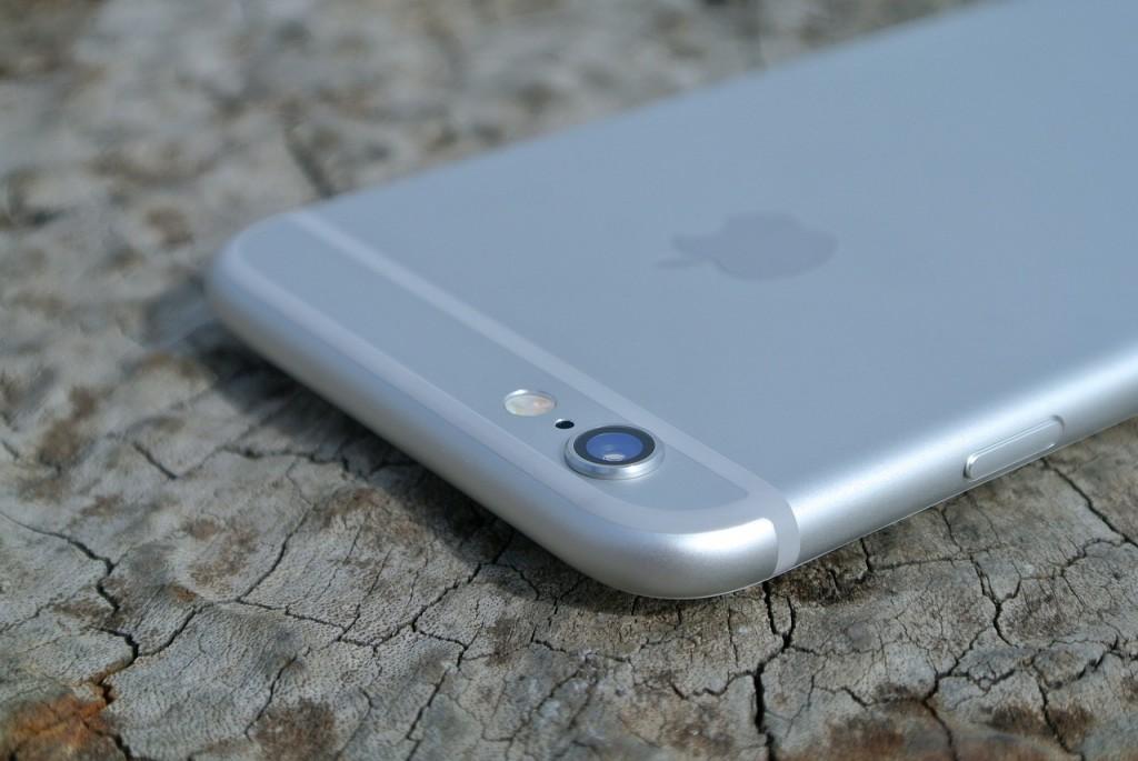 apple przejmuje kontrole nad iphonami