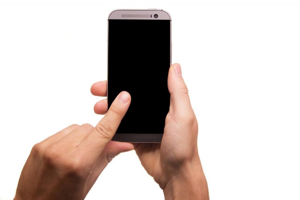 naprawa smartfona z uszkodzoną szybką